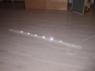 rozsvícená lišta s LED osvětlením